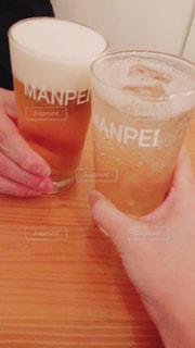 飲み物,手,人物,人,グラス,ビール,泡,乾杯,ドリンク