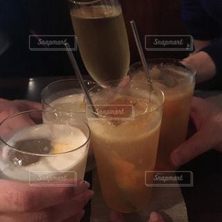 飲み物,手,人物,人,ワイン,グラス,泡,カクテル,乾杯,バー,ドリンク,パーティー,ワイングラス,二次会
