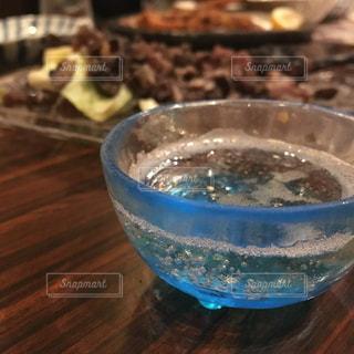 日本酒,屋内,グラス,泡,乾杯,ドリンク,酒,おちょこ,微発泡,スパークリング日本酒