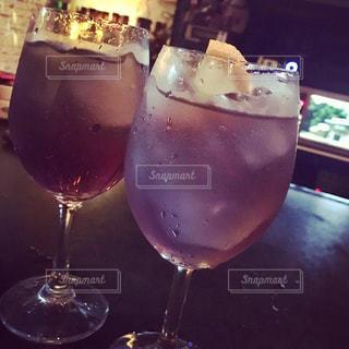 ワイングラスのクローズアップの写真・画像素材[2495112]