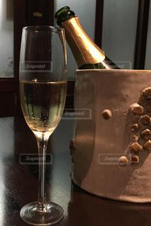 テーブル,ワイン,ボトル,グラス,レストラン,泡,乾杯,ドリンク,シャンパン,アルコール,シャンパングラス,ワイングラス,スパークリングワイン,ワインクーラー