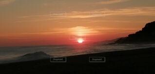 自然,風景,海,空,屋外,太陽,朝日,ビーチ,雲,夕暮れ,水面,正月,お正月,地平線,日の出,新年,初日の出