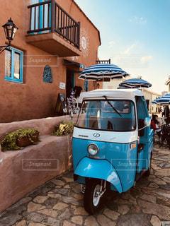 青い車の写真・画像素材[1194807]