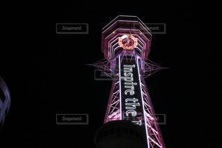 クロック タワーは夜ライトアップの写真・画像素材[1194827]