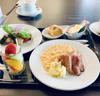 リッチな朝食の写真・画像素材[4381025]