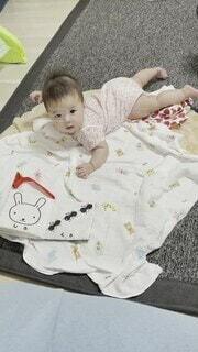 スマイル,女の子,人物,人,笑顔,赤ちゃん,幼児,4ヶ月,動画,笑い声,VIDEO,無知