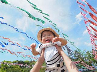子ども,夏,屋外,洋服,人物,こいのぼり,人,Tシャツ,赤ちゃん,シャツ,幼児,男の子,1歳,夏服,半袖