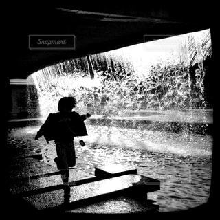 水と光の裏側で。の写真・画像素材[813649]
