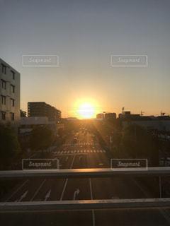 夕暮れ時の都市の景色の写真・画像素材[1200134]