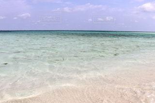 海の横にある水の体の写真・画像素材[1203347]