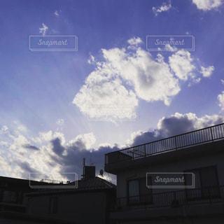 建物の前に雲の写真・画像素材[1117260]