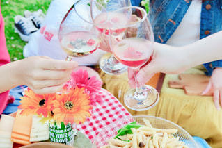 花,カラフル,手,フルーツ,ピクニック,グラス,乾杯,ドリンク,シャンパン