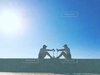 向き合っている2人の写真・画像素材[2182791]