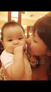 赤ちゃんとお母さんの写真・画像素材[1176719]