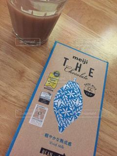 飲み物,カフェ,茶色,紅茶,チョコ,ミルクティー,ブレイクタイム,カフェタイム,ガラスコップ,ミルクティー色