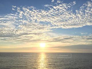 自然,海,空,屋外,太陽,雲,夕暮れ,水面,海岸,沖縄,光,地平線,日の出