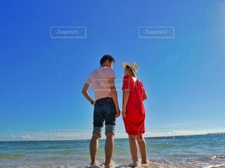 向き合うカップルの写真・画像素材[1389290]