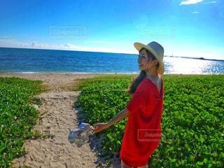 海辺の女性の写真・画像素材[2165747]