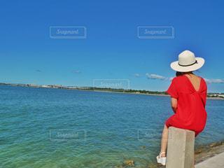 海辺の女性の写真・画像素材[2181668]