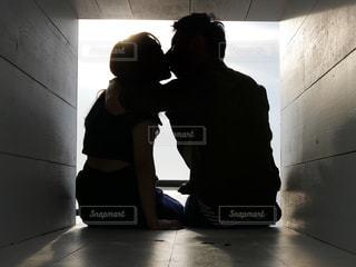 カップルのキスの写真・画像素材[2581010]