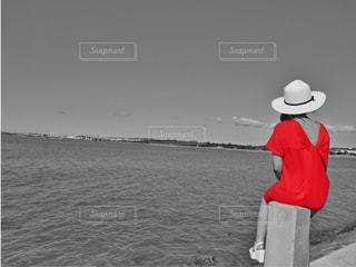 赤ワンピースの写真・画像素材[2985600]