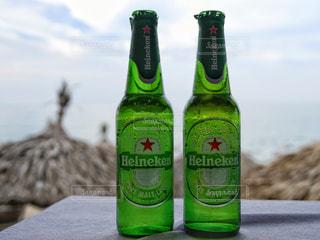 飲み物,風景,海外,ガラス,瓶,人物,イベント,ワイン,ボトル,グラス,ビール,ビン,乾杯,ドリンク,パーティー,アルコール,ハイネケン,手元,飲料,ビール瓶