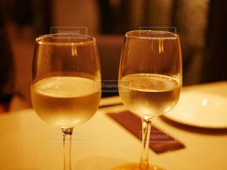 飲み物,風景,屋内,ガラス,テーブル,人物,イベント,食器,ワイン,ボトル,グラス,カクテル,乾杯,ドリンク,シャンパン,パーティー,アルコール,手元,飲料,半分,デザート ワイン