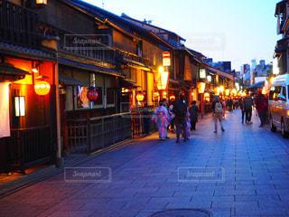 通りを歩く人々 のグループの写真・画像素材[1683670]