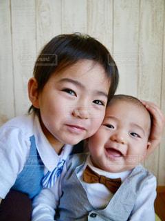 子ども,スマイル,仲良し,笑顔,蝶ネクタイ,兄弟