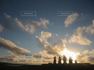 空,夕日,太陽,雲,夕暮れ,モアイ,イースター島,ラパヌイ