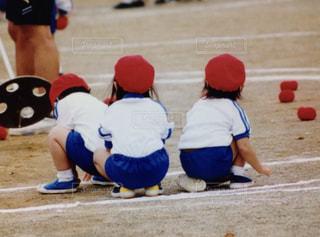 女の子,運動会,晴れの日,玉入れ,紅組,園庭,体操着
