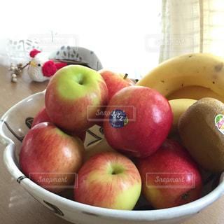 夏,冬,赤,果物,小さい,りんご,林檎,新鮮,ジューシー,ニュージーランド,楽しみ,フレッシュ,Jazz,バランス,リンゴ,輸入,大きさ,酸味,南半球,果樹,丸々,かぶりつく,輸入品,毎年,食べやすい,甘さ,ジャズリンゴ,jazz apple,ちょうど良い