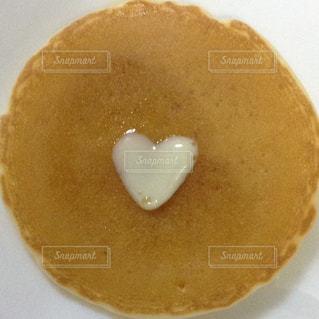 ハートのパンケーキの写真・画像素材[1111887]