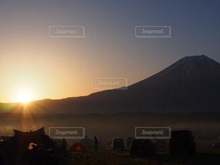 キャンプ場の朝の写真・画像素材[1233187]