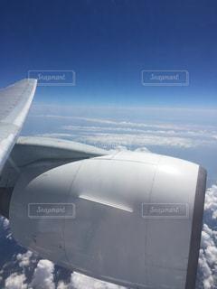 雪に覆われた飛行機の写真・画像素材[1098655]