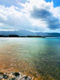 ハワイの海と青空の写真・画像素材[1100121]