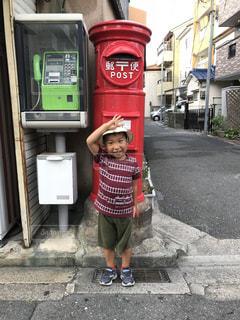 郵便ポストに敬礼!の写真・画像素材[1408375]