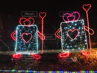 夜ライトアップされたクリスマス ツリーの写真・画像素材[1115313]
