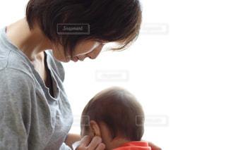 母親,ママ,お母さん,子どもとお母さん,赤ちゃんとお母さん,赤ちゃんを見つめる母親