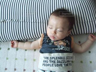 赤ちゃんのお昼寝の写真・画像素材[1225984]
