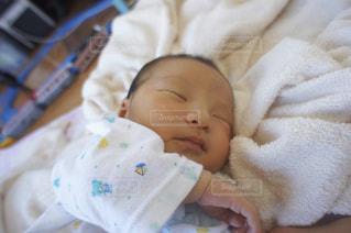 赤ちゃんのお昼寝の写真・画像素材[1226013]
