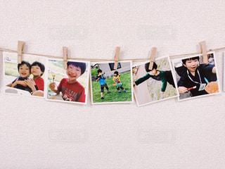 カメラにポーズする人々 のグループの写真・画像素材[1428002]