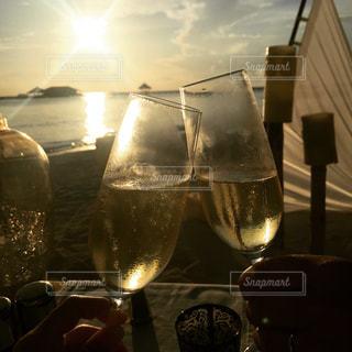海,空,モルディブ,夕日,カップル,グラス,乾杯,リゾート,シャンパン