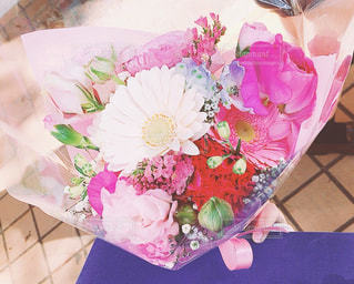 卒業式の時にもらった花束の写真・画像素材[1105589]