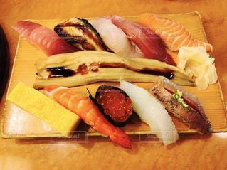 板の上のお寿司🍣の写真・画像素材[1464638]