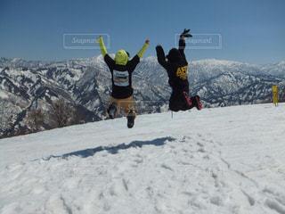 空,雪,ジャンプ,仲良し,白い,スノボー,ポーズ,新潟,スキー場,ホワイト,日中