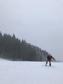 雪に覆われた斜面の写真・画像素材[1711887]
