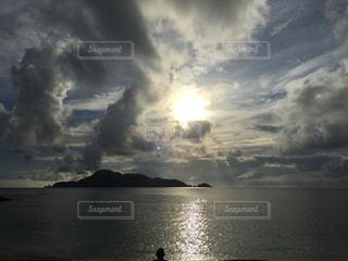 水体の上空で雲の写真・画像素材[1861095]