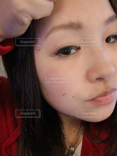 女性,髪,素肌,人,鼻,目,口,化粧品,眉毛,ホクロ,肌