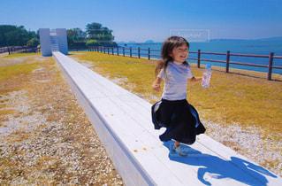 小さな女の子の写真・画像素材[2106279]
